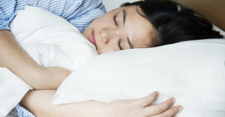 Dormir avec le ventilateur allumé mauvais pour la santé