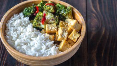 Photo of Recette : Wok de brocolis aux amandes effilées et au tofu fumé