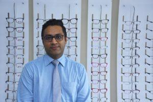 Yudisteeraj Gopee, optométriste chez EZIO Opticians