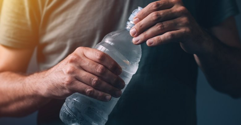 microplastiques-eau-potable-risques-faibles-pour-la-sante