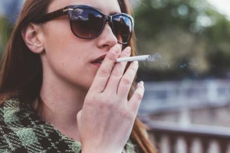 Arrêter de fumer pourrait être plus difficile pour les femmes