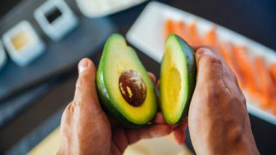 """Photo of Manger un avocat par jour pourrait prévenir le """"mauvais"""" cholestérol"""