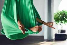Photo de L'aerial yoga : comment s'initier ?